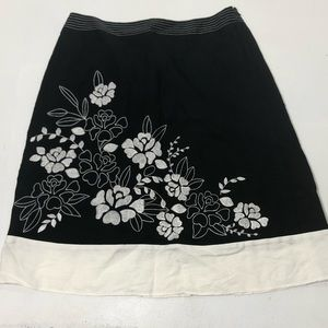 Women's Size 6 Ann Taylor Floral Embroidered Skirt
